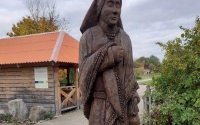 Atnaujintos medžio skulptūros